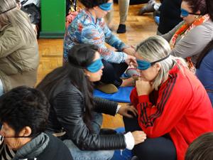 Professoras usam tapa olhos durante a vivência