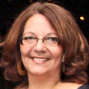 Elizabeth de Fátima Souza Fonoaudióloga (CRFa 3072), Terapeuta de família e de casal, Terapeuta Comunitária. Formação em terapias holísticas (florais, Reiki, aromaterapia e radiestesia). Especialista em Saúde Coletiva.